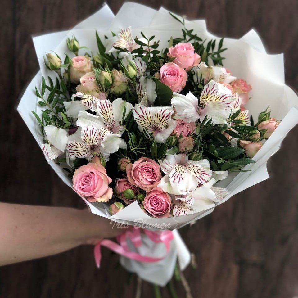 куст роза альстромерия
