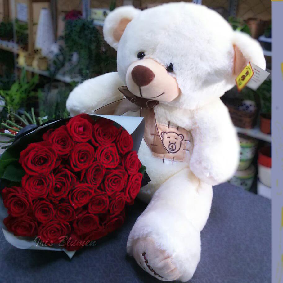 Мишка с красными розами